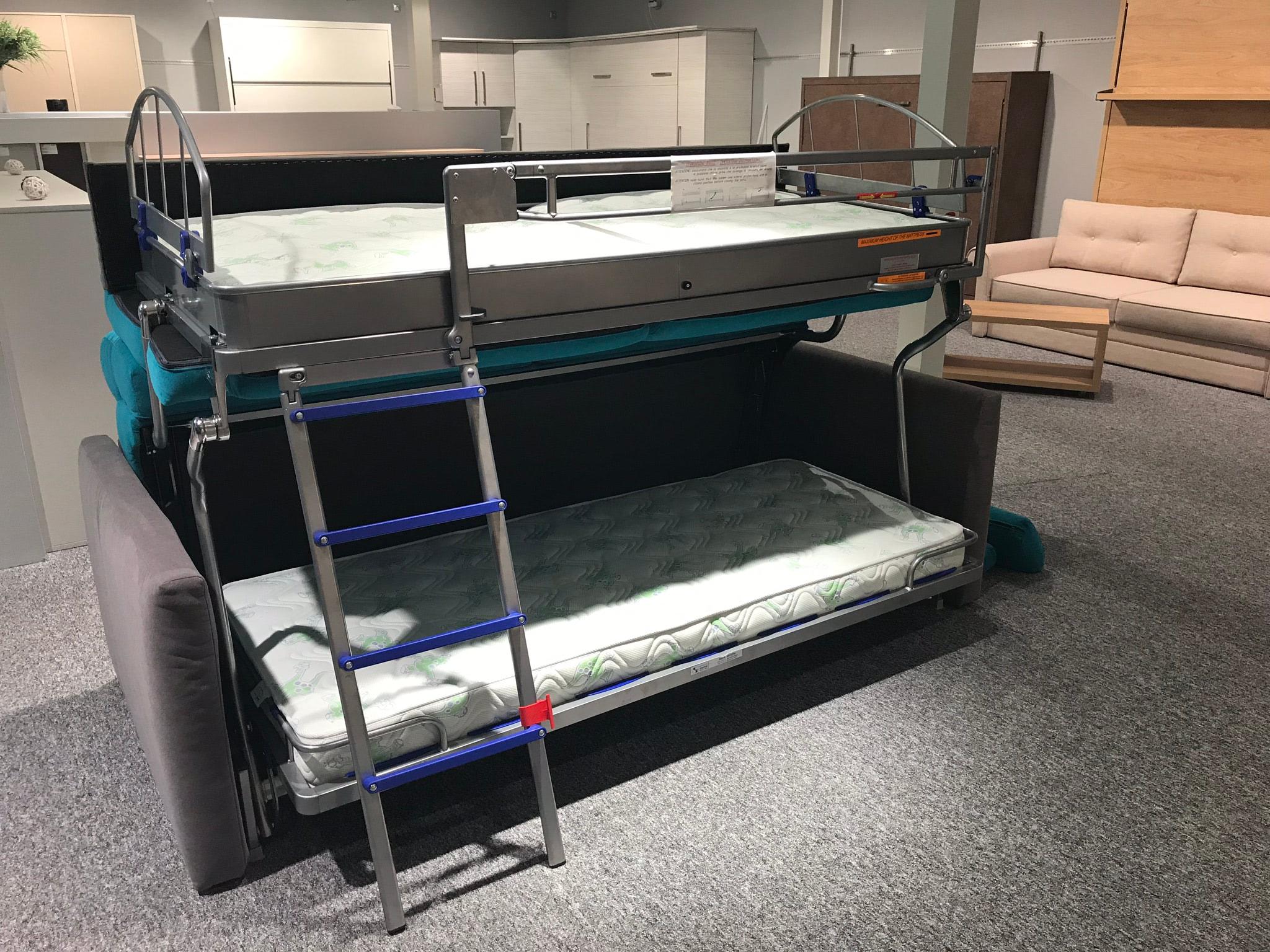 canapea care se trnaforma in 2 paturi suprapuse